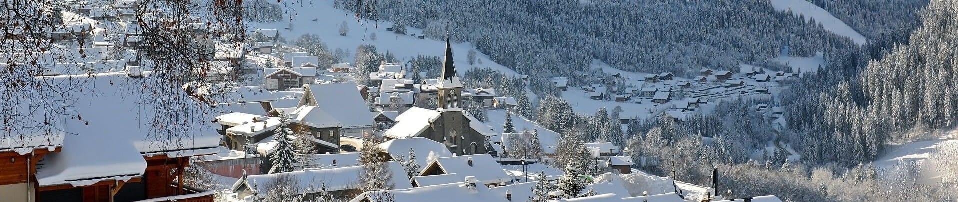 Church and village under the snow Châtel ©JFVuarand