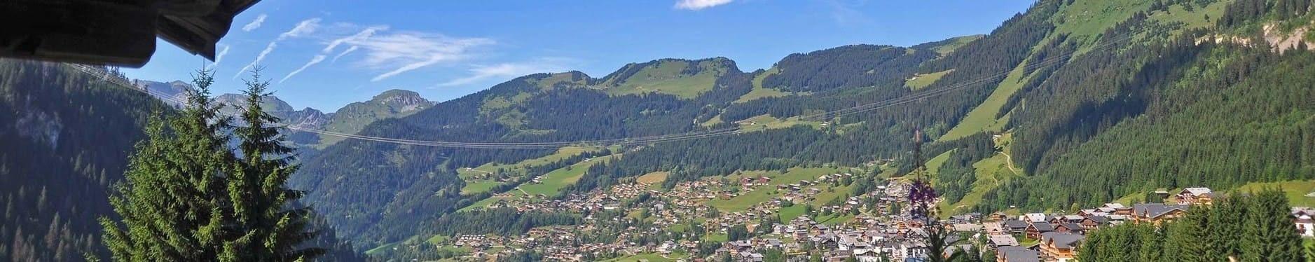 Le village de Châtel en été ©Thiebaut