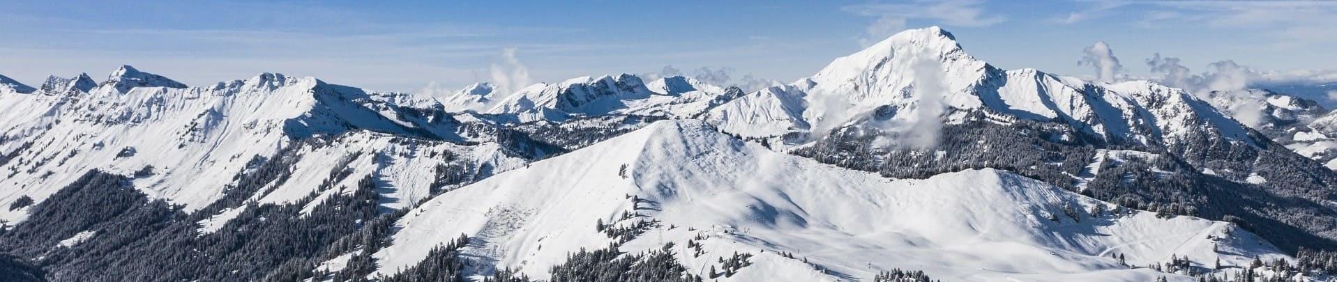 Vue hiver sur le Mont de Grange depuis Châtel