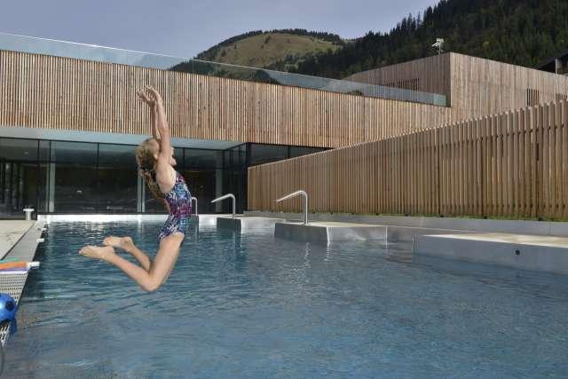 Accommodation + Aquatic Centre Forme d'O