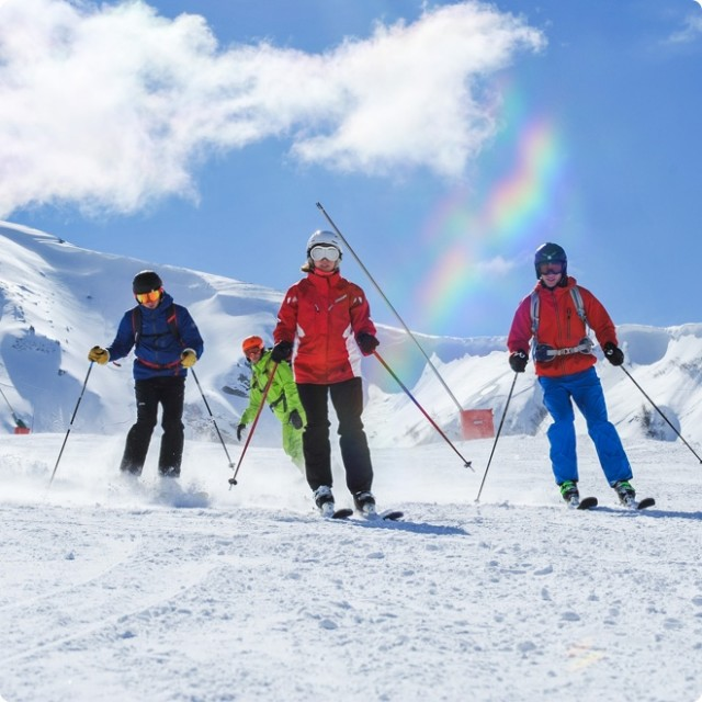 Group skiing in Chatel Portes du Soleil
