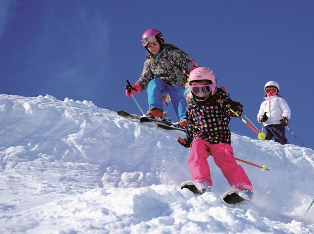A Pâques, les enfants skient gratuitement