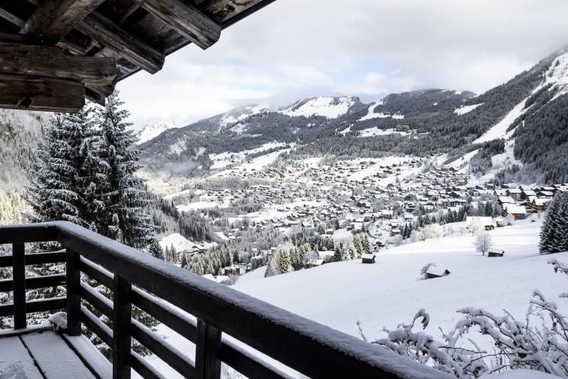 arriver à Châtel sous la neige