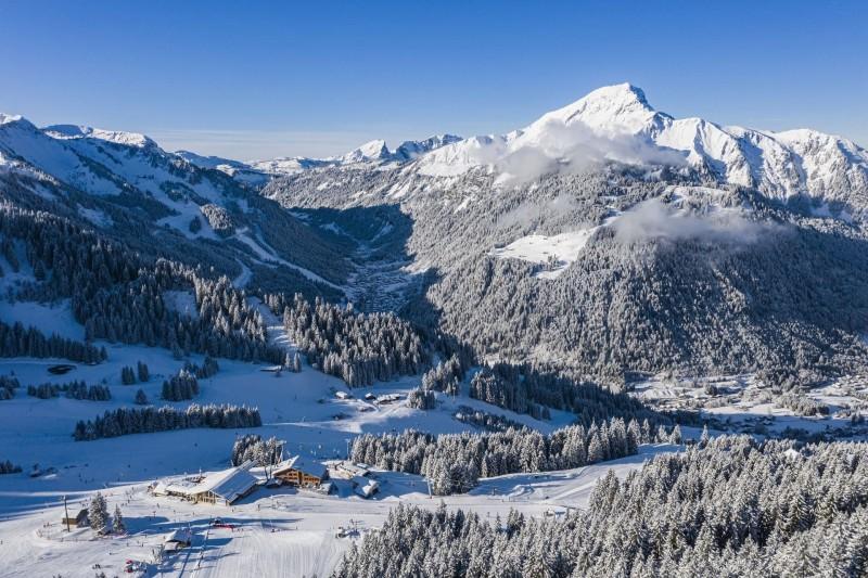 Le village de Châtel sous la neige