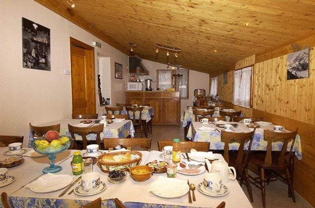 hotel booking les armaillis chatel centre