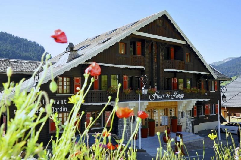 booking hotel chatel fleur de neige pool