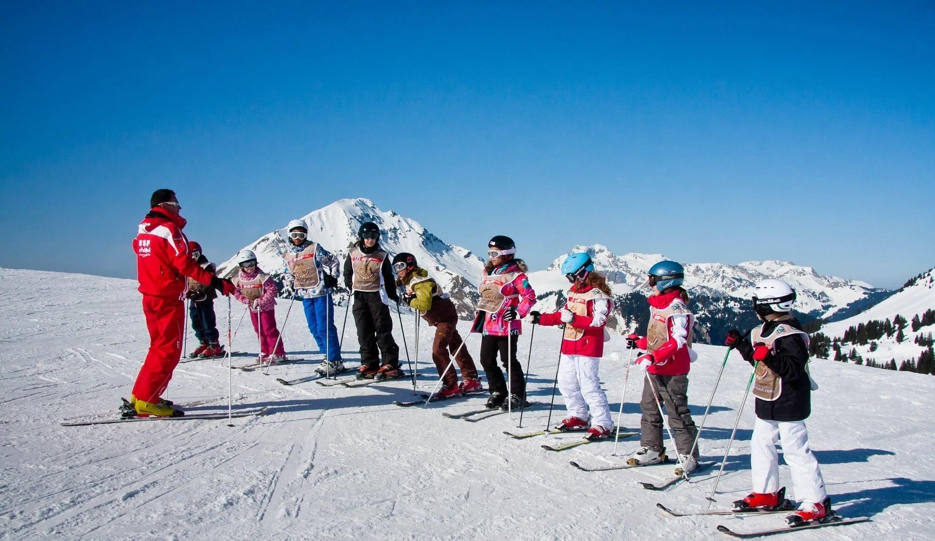 Moniteurs de ski de l'ESF Châtel et ses élèves