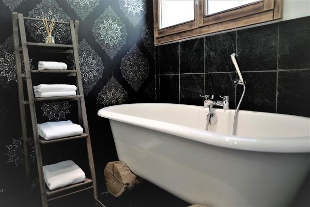 3-bathroom-2932292