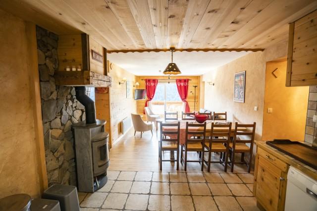 Appartement dans Chalet La Puce Cuisine + Séjour Châtel