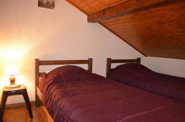 Appartement dans chalet le Bivouac, Chambre 2 lits simples, Châtel