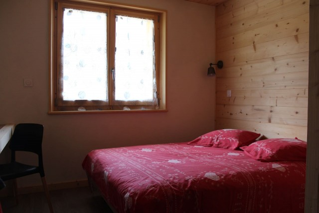 Appartement dans chalet le bois joli Chambre 1 lit double Châtel Haute Savoie