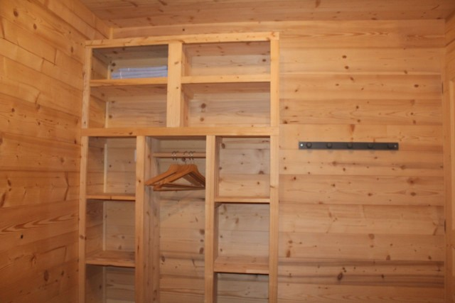 Appartement dans chalet le bois joli placard Châtel