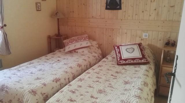 Appartement les sorbiers n°7, Chambre 2 lits simples, Châtel Portes du Soleil