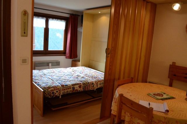 Appartement les sorbiers n°7, séjour avec lit double rabattable, Châtel