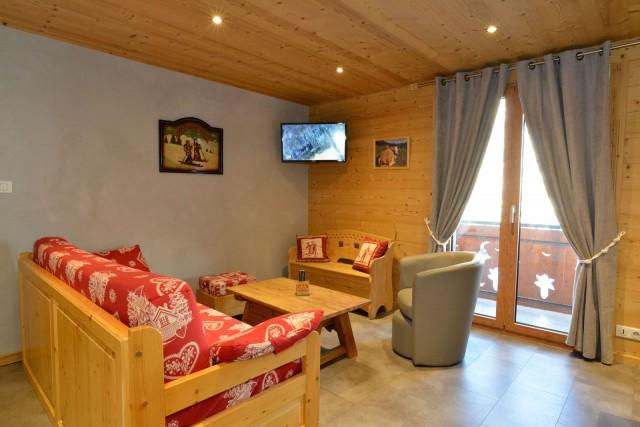 Appartement n°2 dans chalet l'EPICEA, Salon Châtel
