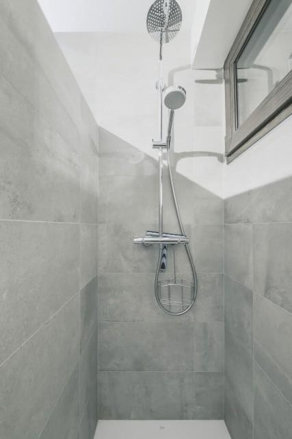 Appartement n°4 dans résidence Lou Candres, salle de douche, Châtel
