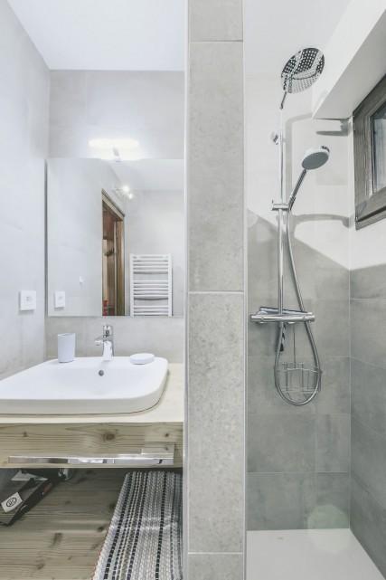 Appartement n°4 dans résidence Lou Candres, salle de douche, Châtel Portes du Soleil