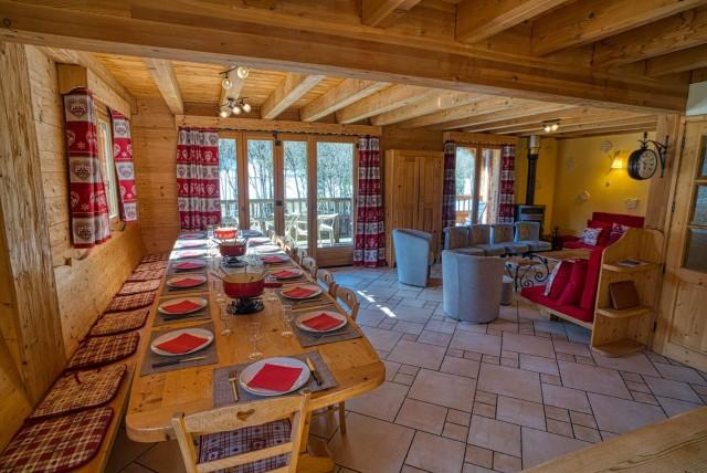 Chalet La Cascade salle a manger Châtel Haute Savoie