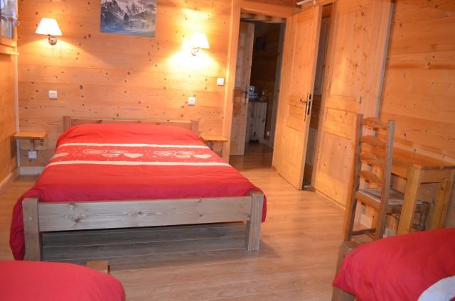 Chalet le ramoneur savoyard, chambre 1 lit double + 2 lits simples, Châtel