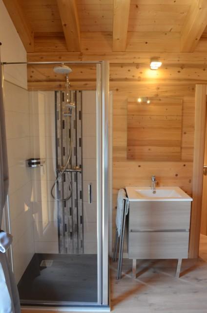 Chalet les sources, chambre 1 lit double (140x190) à l'étage, Châtel Haute Savoie