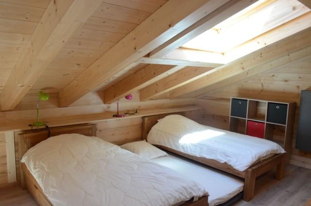 Chalet les sources, chambre 2 lits simples + 1 lit gigogne à l'étage, Châtel