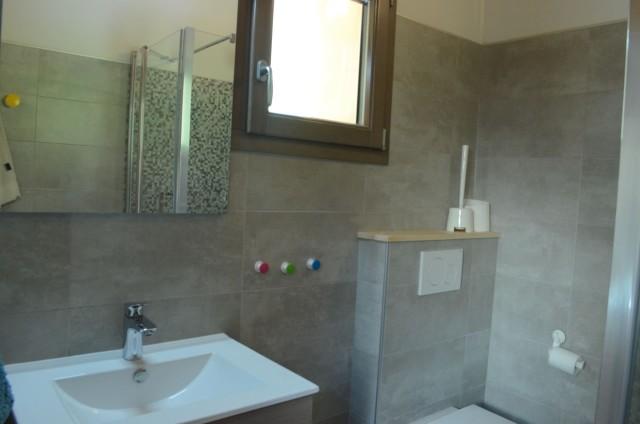 Chalet les sources, salle de douche de la chambre 2 lits simples + 1 lit gigogne à l'étage, Châtel Portes du Soleil
