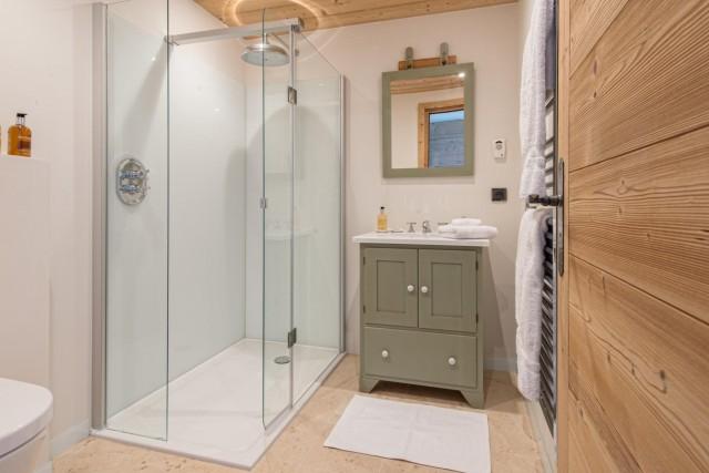 ensuite-shower-3498127