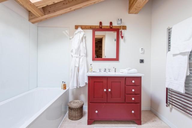 red-bathroom-1-3498134