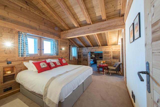 red-bedroom-1-3498137