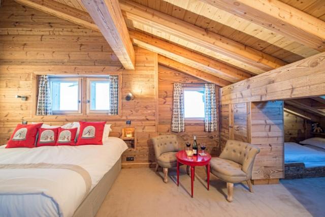 red-bedroom-3-3498138