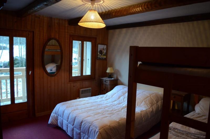 Appartement dans chalet la clairière, Chambre 1 lit double + 2 lits superposés, Châtel