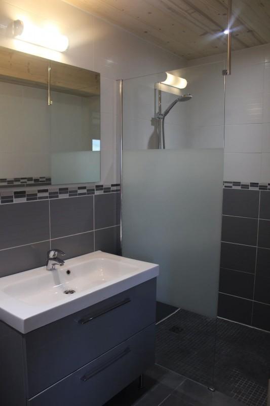 Appartement dans chalet le bois joli salle de bain Châtel