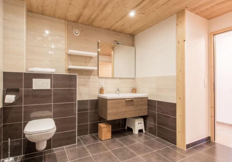 Appartement la Belette salle de douche Châtel Haute Savoie