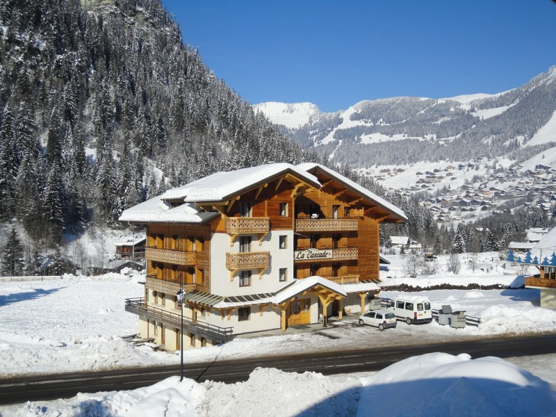 Appartement le Biwak dans chalet la Cascade, le chalet en hiver, Châtel