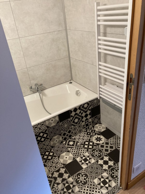 Appartement les Favioles n°9 salle de bain Châtel Haute Savoie