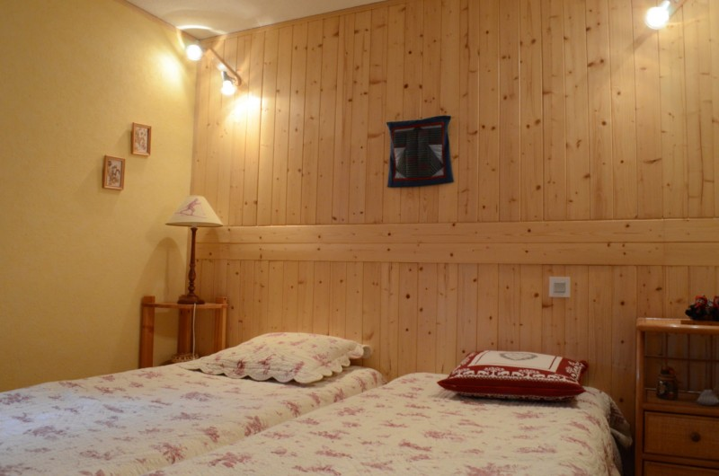 Appartement les sorbiers n°7, Chambre 2 lits simples, Châtel
