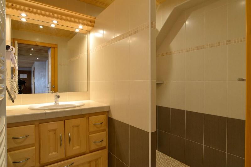 Appartement n°2 dans chalet l'EPICEA, Salle de Douche Châtel