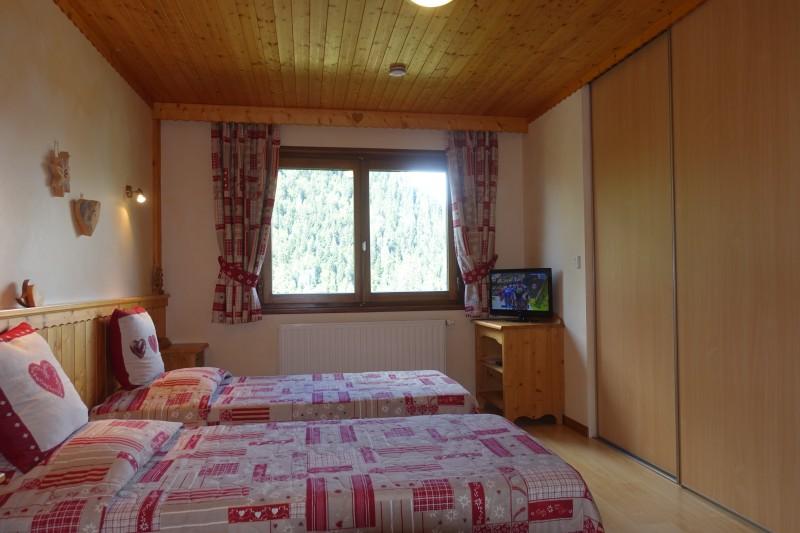 Appartement n°3 dans résidence le Blanchot, Chambre avec 2 lits simples, Châtel Haute Savoie