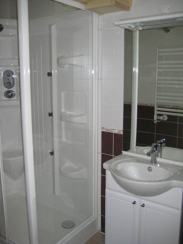 Appartement n°5 dans chalet les bouquetins, Salle de douche Châtel Haute Savoie