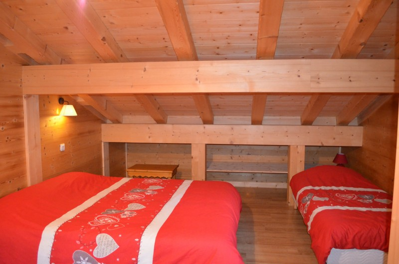 Chalet le ramoneur savoyard, chambre 3 lits simples dont 2 pouvant former 1 lit double, Châtel