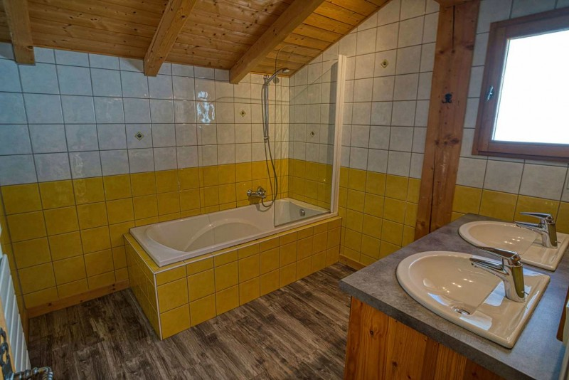 chalet les deux vallées salle de bain Châtel 74