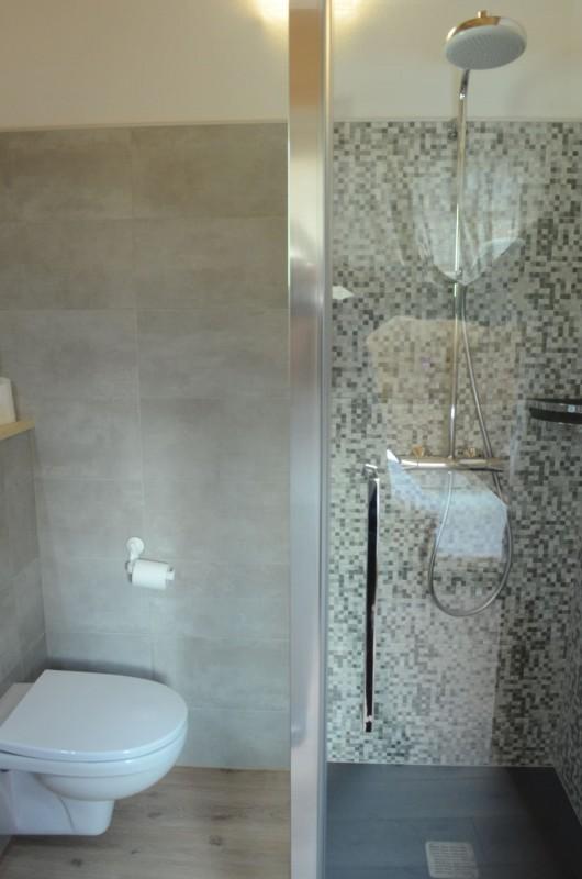 Chalet les sources, salle de douche de la chambre 2 lits simples + 1 lit gigogne à l'étage, Châtel