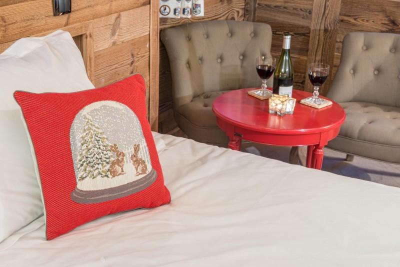 red-bedroom-2-3498136