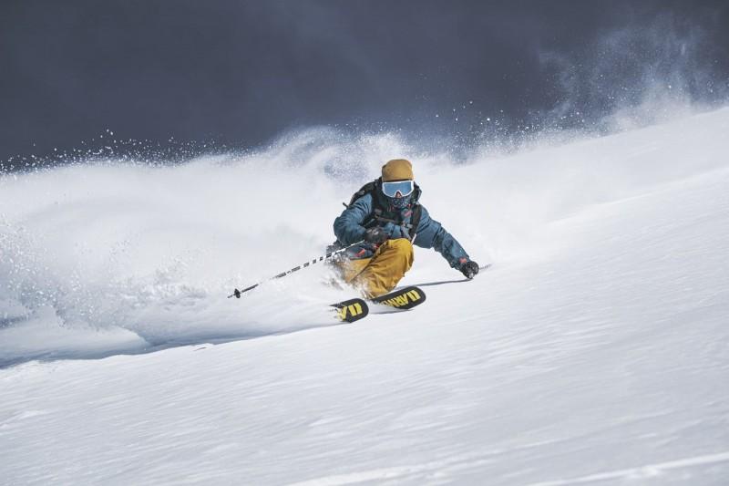 Skieur hors piste sur le domaine skiables des Portes du Soleil