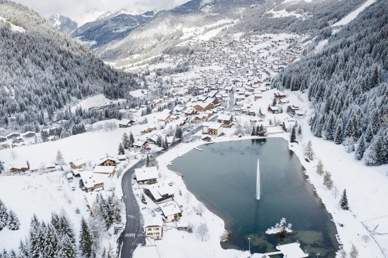 Village de Châtel en hiver, location lac de vonnes, ©l-meyer